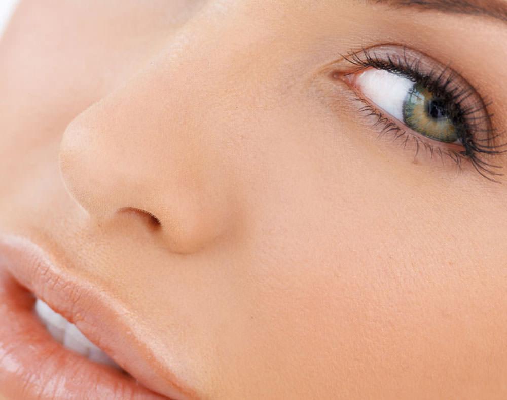 Rimodellare il naso senza chirurgia